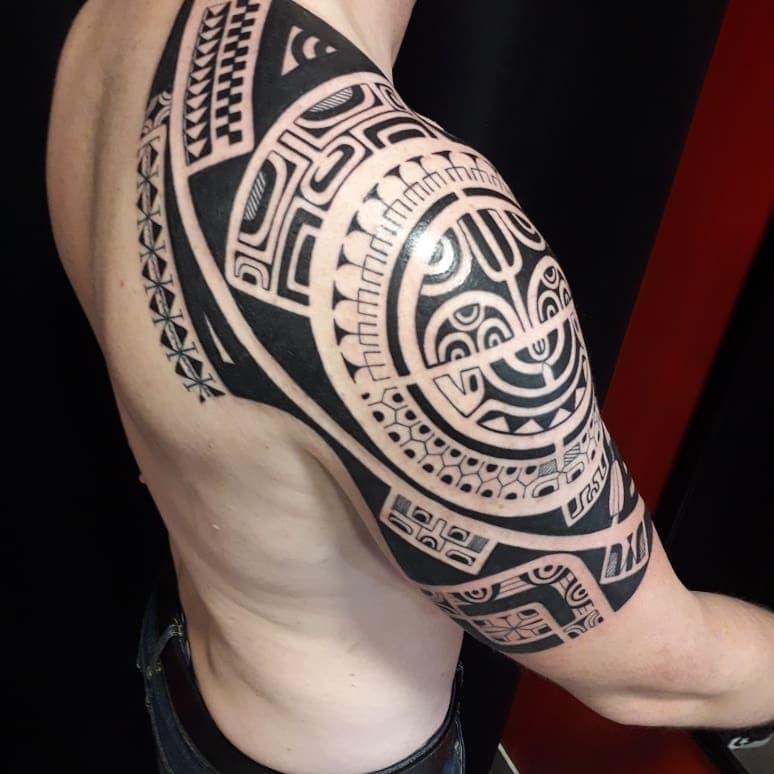Bonno Tinihauarii tattoo extravaganza